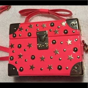 💼Betsey Johnson Don't Box Me In Top Handle Crsbdy